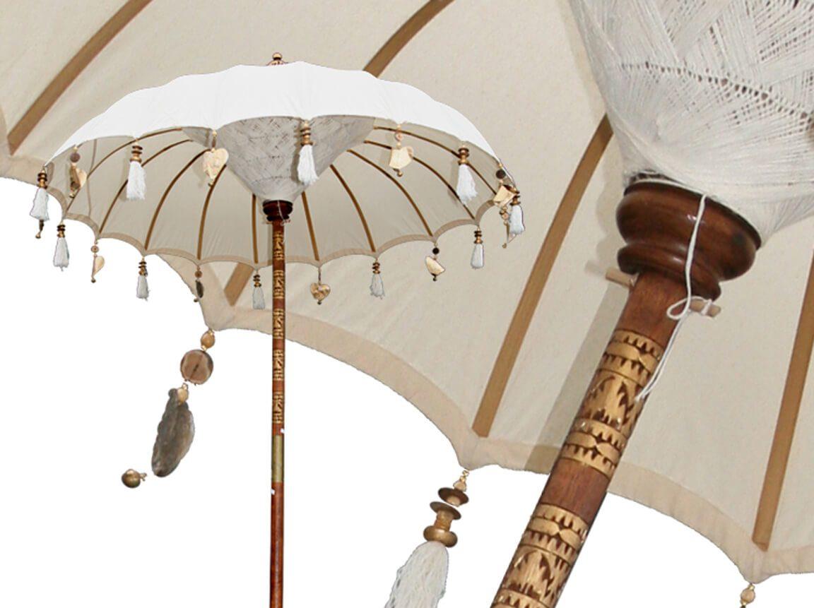 Udlejning / leje af hvid Bali parasol. Utrolig smuk parasol. Havefest / 1001 nat. Lejepris pr. dag kr. 375,-