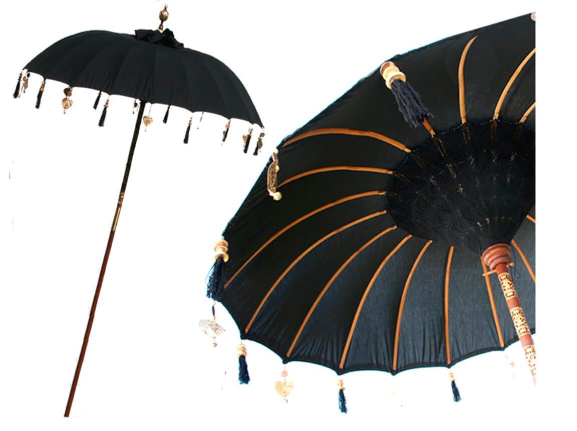 Udlejning / leje af sort Bali parasol. Oplagt til din 1001 nat temafest. Lejepris pr. dag kr. 375,-