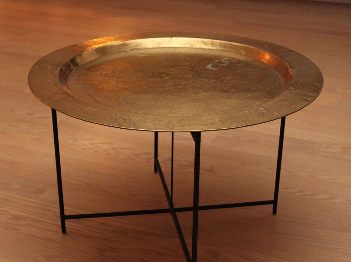 Udlejning / leje af bord i messing med metalben. Orientalsk 1001 nat dekoration.