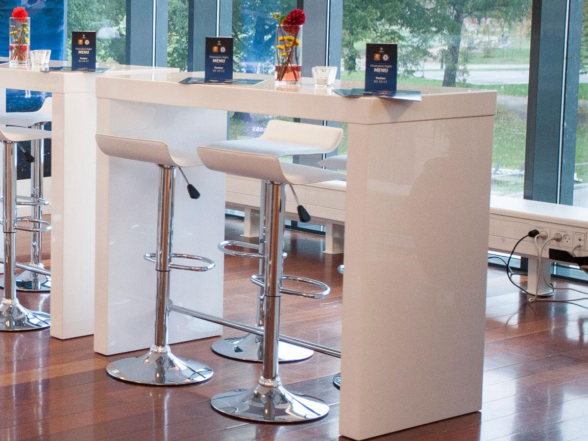 Udlejning / leje barbord / højbord og barstole med lædersæde.