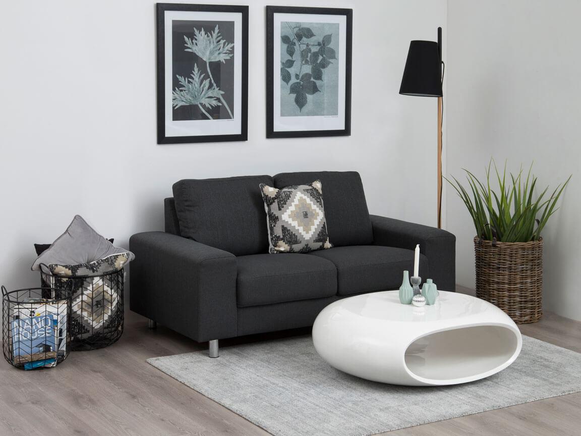 Udlejning / leje. Opstilling med ellipseformet sofabord i højglans hvid.