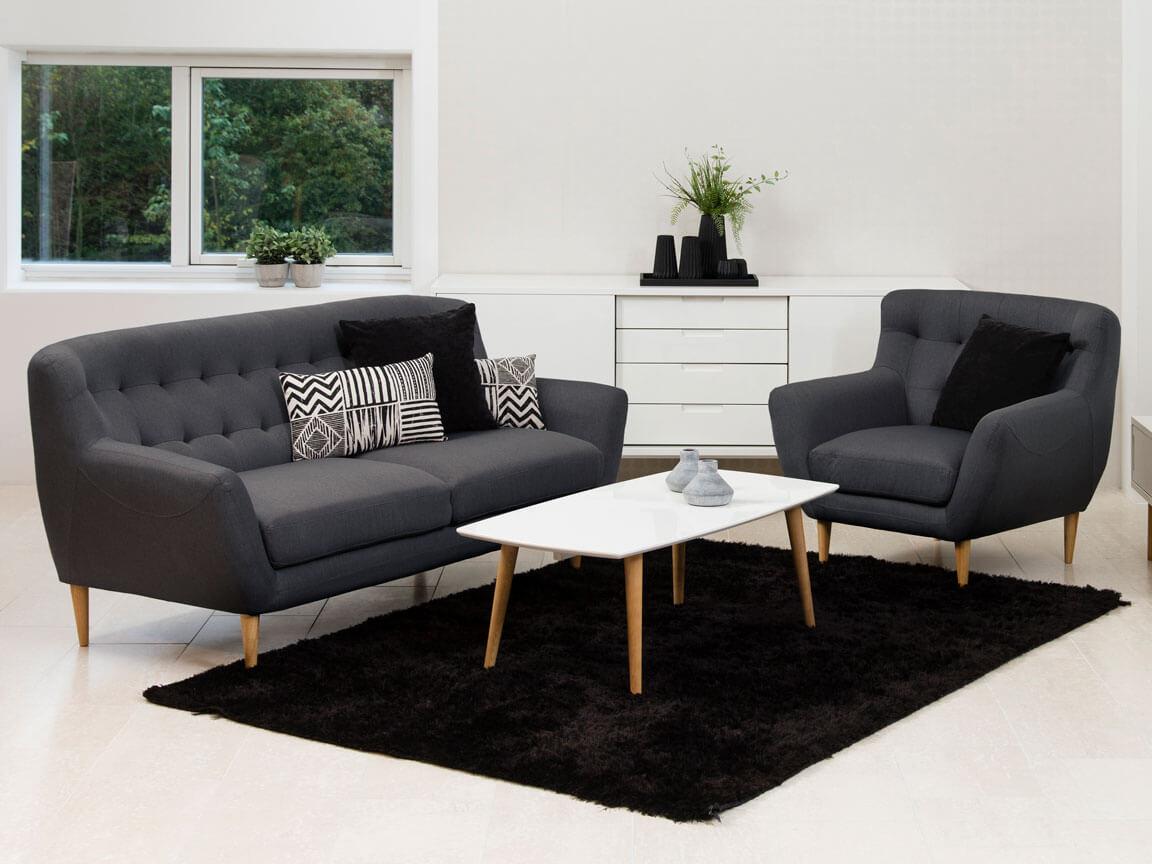 Udlejning / leje af grå sofa og armstol.