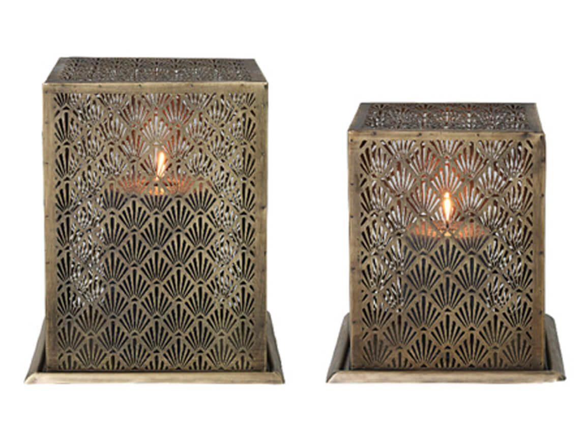 Udlejning / leje af messing lanterner. Super flot sæt bestående af 2 messing lanterner i antikt look. Lejepris pr. dag kr. 100,-.