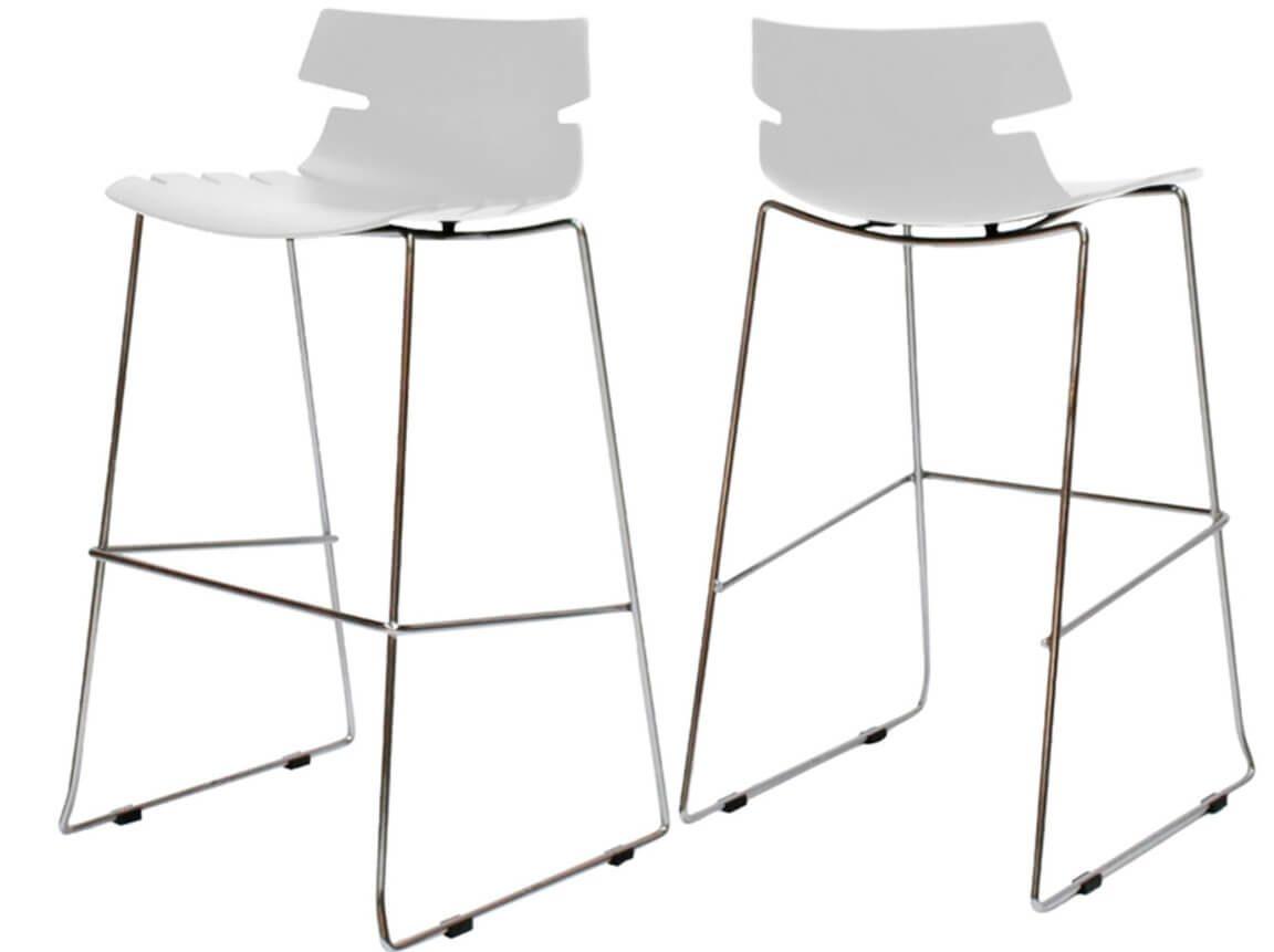 Udlejning / leje af høj barstol i elegant og let design. Fås i hvid og sort. Lejepris pr. dag kr. 175,-