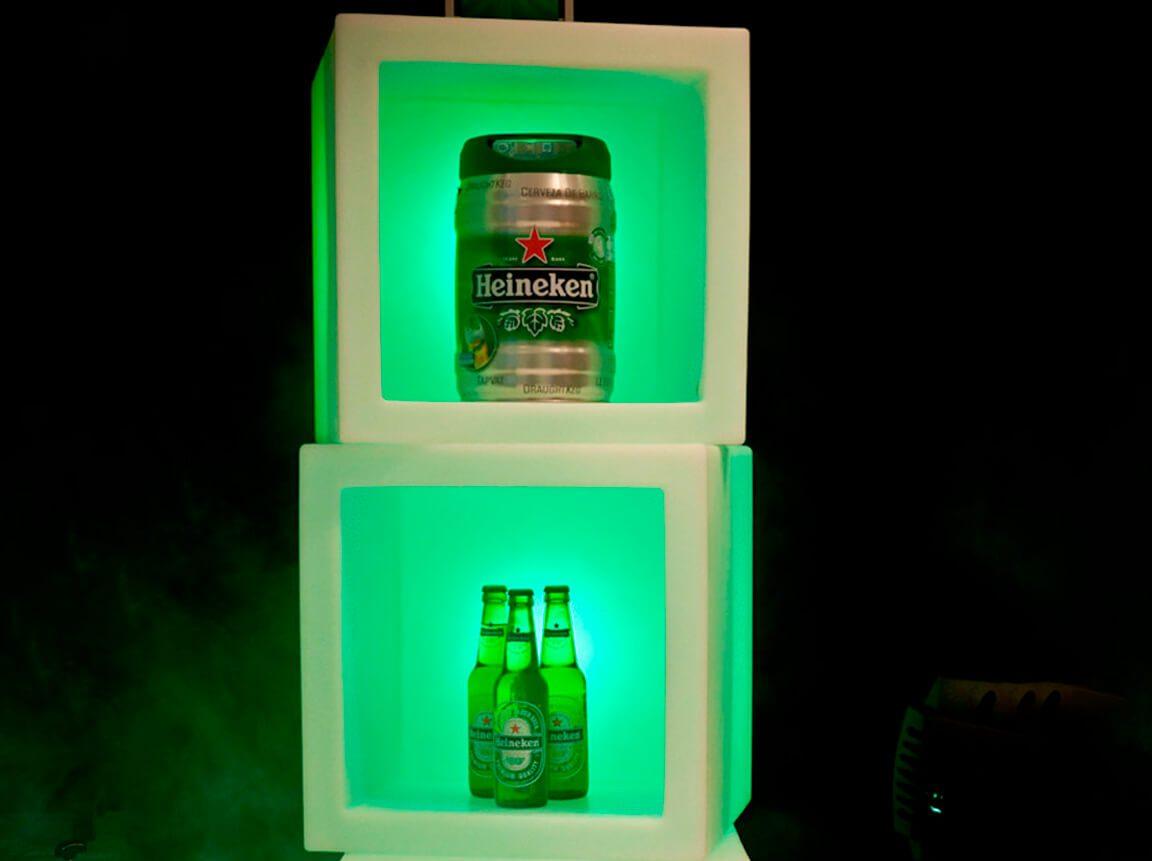 Udlejning / leje af flot kube med indbygget lys. Oplagt i baren eller til produktpræsentation på messestand. Lejepris pr. dag. kr. 350,-