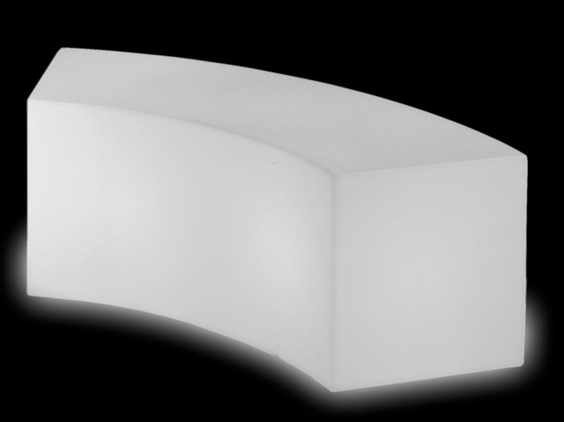 Udlejning / leje af Snake bænk med indbygget lys. Flot bænk i samme SLIDE Design serie som vores barer, Light Cubes og sofaer. Lejepris pr. dag. kr. 650,-