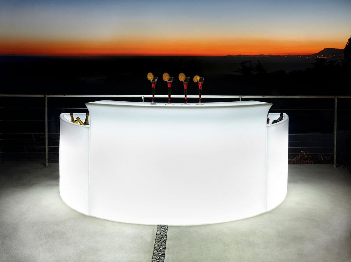 Udlejning / leje af bar med lys. Samlet løsning med bar og 2 ice bar hjørnemoduler med indbygget lys. Lejepris pr. dag kr. 2.500,-